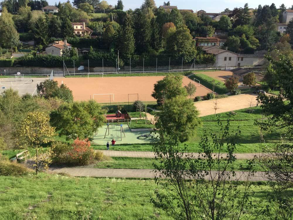 Stade, Curis-au-Mont-d'Or